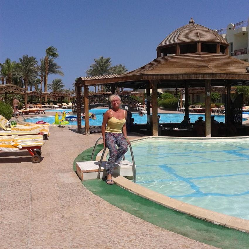Каскад бассейнов на территории Mirage New Hawaii Resort & Spa 4*.