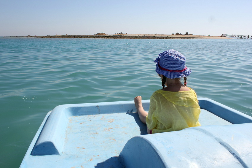 На лодка в лагуне.
