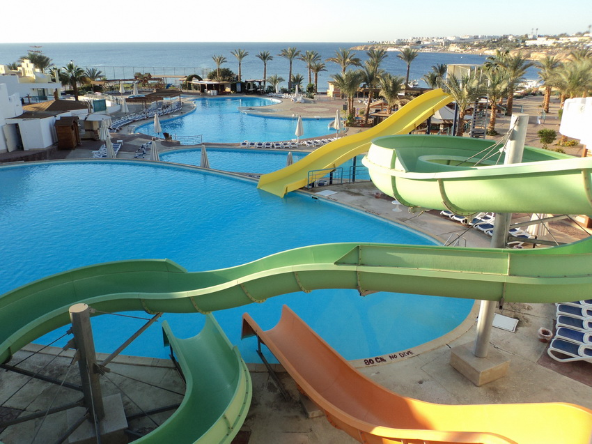 Бассейны на территории отлея Dessole Royal Rojana Resort 5.
