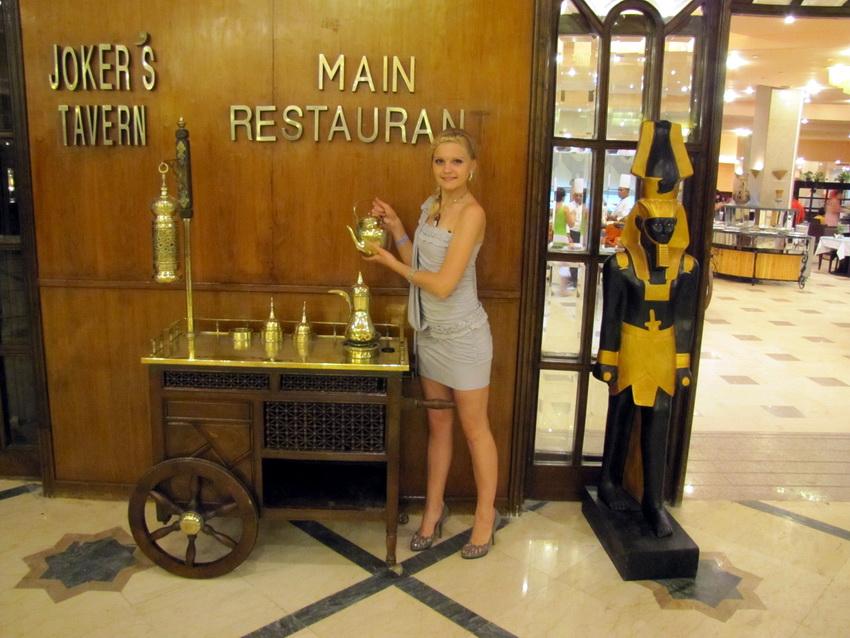 Главное при посещении ресторана в египетском отеле — осторожность и умеренность.