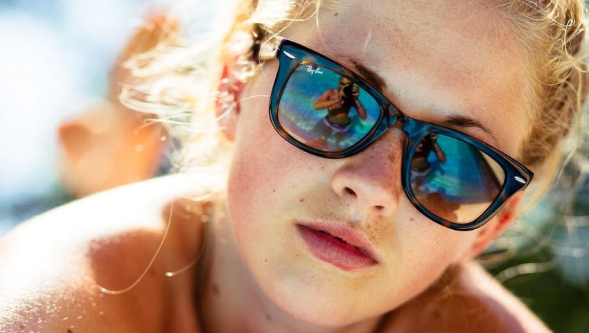 Фото девушки в очках