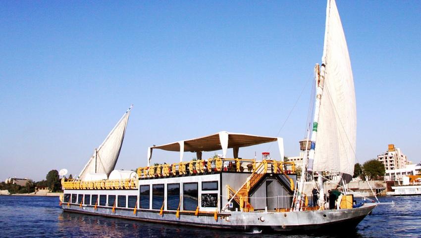 Кораблю по Нилу