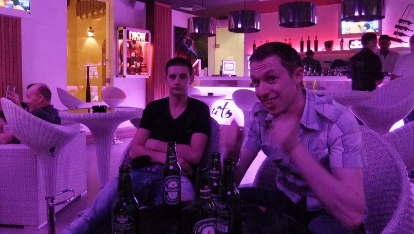 Выпивать можно в баре или ночном клубе.