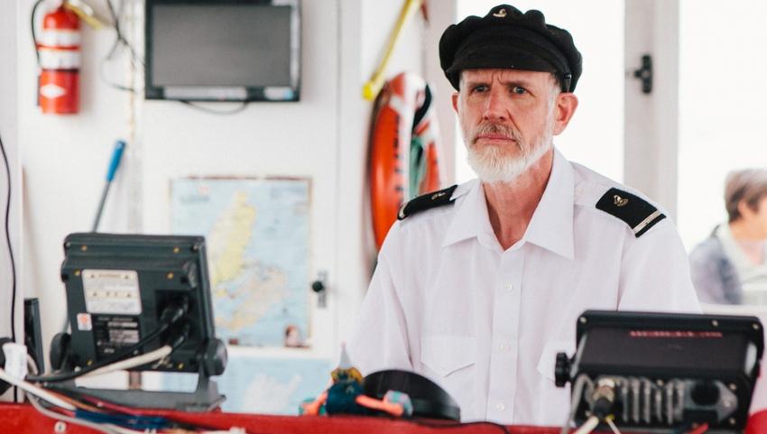 Капитан у штурвала.