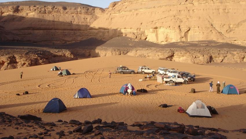 Палаточный лагерь в пустыне.