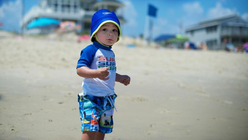 Малыш на пляже.