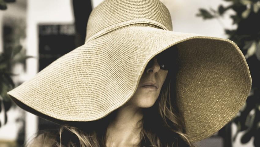 Дама в шляпе.
