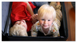 Дети в чемодане.