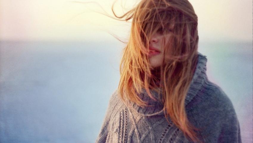 Девушка у моря.
