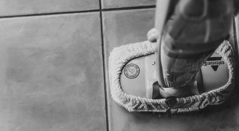 Мытье полов.