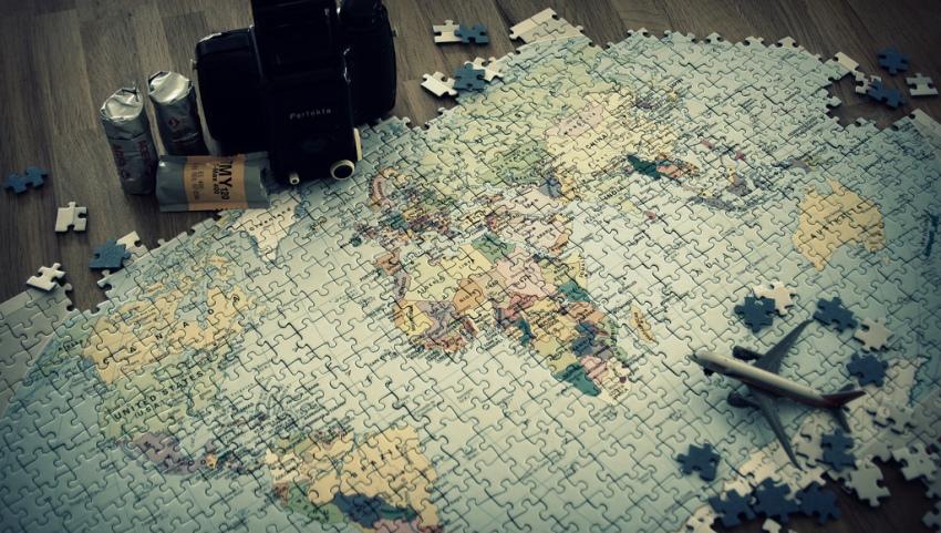 Карта мира из пазлов.