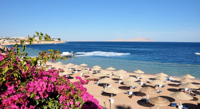 Бассейны в море, отель Domina.