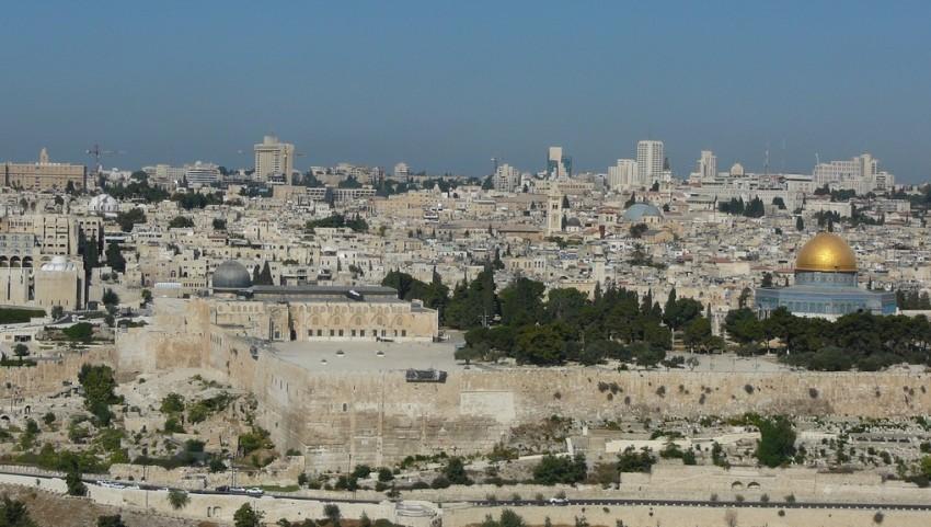 Вид сверху на Иерусалим.