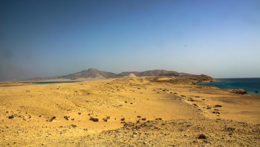 Пустынный остров.