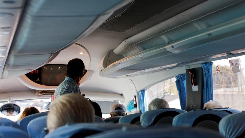Комфортабельный салон автобуса.