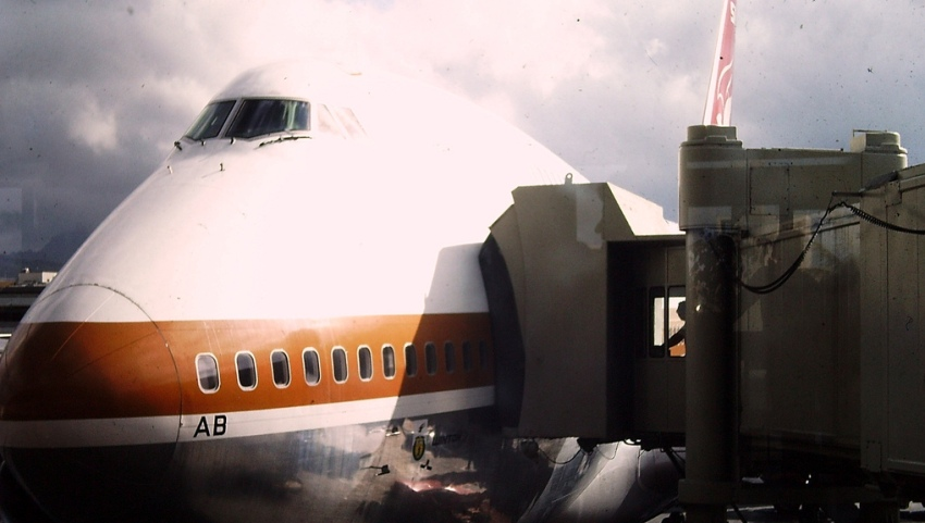 Самолёт перед вылетом.