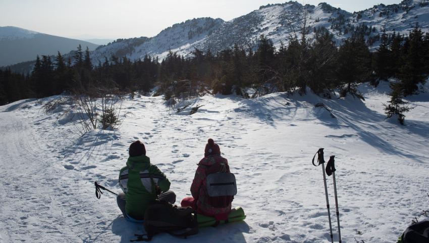 Лыжники в Уральских горах.