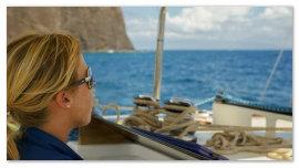 Девушка на яхте.